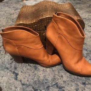 B Makowsky  Tan Leather Ankle Boot